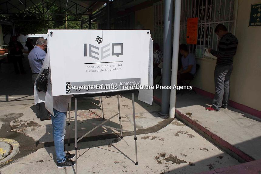 San Juan del Río, Qro. 7 junio 2015.- Luis Roberto Lagunes Gómez, Vocal Ejecutivo de la Junta Distrital 02 de San Juan del Río, señaló que hasta el medio día, las votaciones en el distrito 02 van sin novedades.