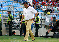 SANTA MARTA - COLOMBIA, 26-01-2019: Harold Rivera técnico del Unión gesticula durante partido por la fecha 1 entre Unión Magdalena y Jaguares FC como parte de la Liga Águila I 2019 jugado en el estadio Sierra Nevada de la ciudad de Santa Marta. / Harold Rivera coach of Union gestures during match for the date 1 between Union Magdalena and Jaguares FC as a part Aguila League I 2019 played at Sierra Nevada stadium in Santa Marta city. Photo: VizzorImage / Gustavo Pacheco / Cont