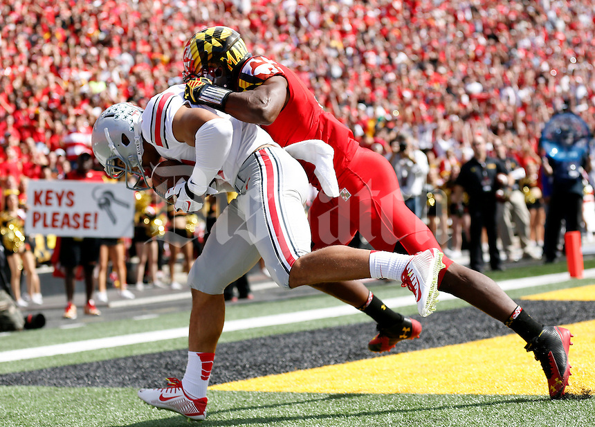 Ohio State Buckeyes running back Jalin Marshall (17) catches a touchdown pass behind Maryland Terrapins defensive back Sean Davis (21) during the first quarter of the NCAA football game at Byrd Stadium in College Park, Maryland on Oct. 4, 2014. (Adam Cairns / The Columbus Dispatch)