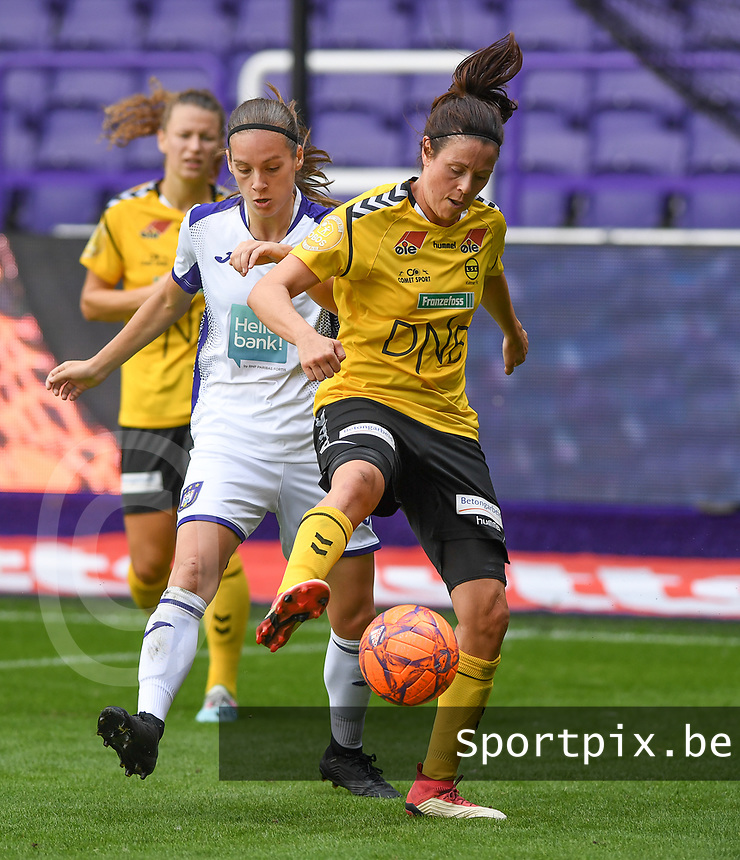 20190810 - ANDERLECHT, BELGIUM : Anderlecht's Sheryl Merchiers (left) pictured defending on LSK's Isabelle Bachor (r) during the female soccer game between the Belgian RSCA Ladies – Royal Sporting Club Anderlecht Dames  and the Norwegian LSK Kvinner Fotballklubb ladies , the second game for both teams in the Uefa Womens Champions League Qualifying round in group 8 , saturday 10 th August 2019 at the Lotto Park Stadium in Anderlecht  , Belgium  .  PHOTO SPORTPIX.BE for NTB NO | DAVID CATRY