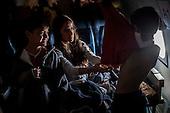 Adriana viste a Luca y a Paolo, esposa e hijos del arquero  de la Selecci&oacute;n Colombia Faryd Mondragon durante el vuelo en el avi&oacute;n de la Fuerza Aerea Colombiana rumbo al partido de cuartos de final entre Brasil y Colombia, el 4  de julo de 2014.<br />    <br /> <br /> Foto: Joaquin Sarmiento/Archivolatino<br /> <br /> COPYRIGHT: Archivolatino<br /> Solo para uso editorial. No esta permitida su venta o uso comercial.