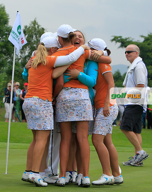 Meghan MacLaren and Maria Dunne and other GB&amp;I girls celebrate on the 18th after winning during the Saturday Mourning Fourbsomes of the 2016 Curtis Cup at Dun Laoghaire Golf Club on Saturday 11th June 2016.<br /> Picture:  Golffile | Thos Caffrey