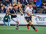 AMSTELVEEN  -  Wiegert Schut (Adam) met Jacob Smith (Pinoke)   Hoofdklasse hockey dames ,competitie, heren, Amsterdam-Pinoke (3-2)  . COPYRIGHT KOEN SUYK