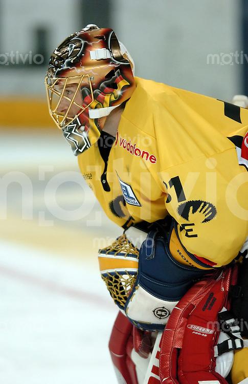 Eishockey, Vorbereitung DEL 2004/2005, Arena Nuernberg (Germany), MERCURE-CUP 2004, Ice Tigers - Krefeld Pinguine (3:0) Torwart Patrick Koslow (Krefeld)