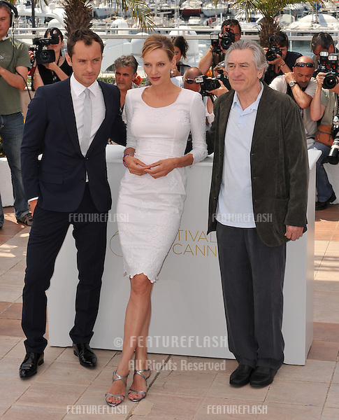Jude Law (left), Uma Thurman & Robert De Niro at the photocall for the jury at the 64th Festival de Cannes..May 11, 2011  Cannes, France.Picture: Paul Smith / Featureflash