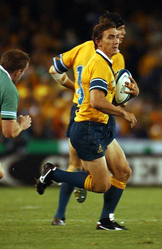 Photo: Jack Atley..Australia v Ireland.  At the Telstra Dome, Melbourne. RWC 2003. 01/11/2003..Mat Rogers.