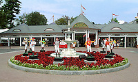 Saratoga clubhouse entrance. Saratoga Race Course, Saratoga Racetrack, beautiful horse racing, Thoroughbred racing, horse, equine, racehorse, morning mood scenic, mood, horse racing, pretty, racehorse, horse, equine, racetrack, track, saratoga