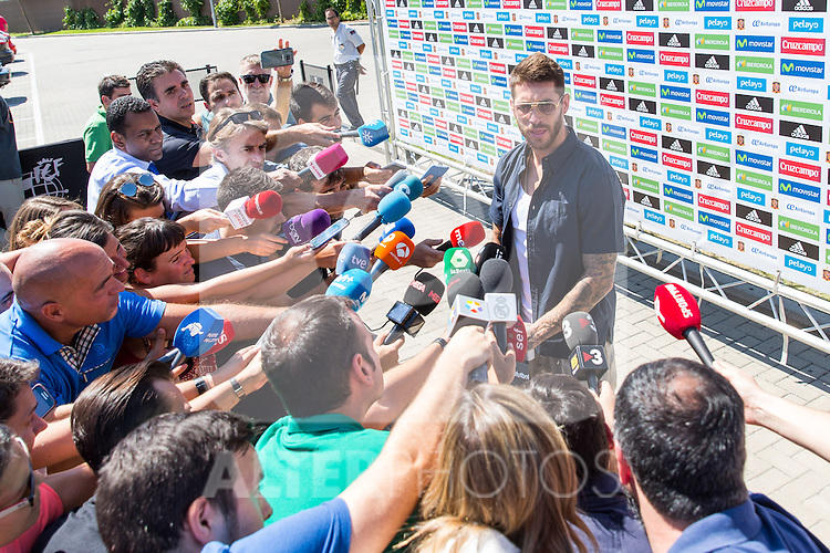 Spanish player Sergio Ramos arrives to concentration of Spanish football team at Ciudad del Futbol de Las Rozas before the qualifying for the Russia world cup in 2017 August 29, 2016. (ALTERPHOTOS/Rodrigo Jimenez)