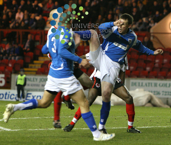 Clyde v St Johnstone 10/03/09 Broadwood stadium .Irn-Bru Scottish Football League First Division, Season 2008/09. A High challenge for the ball between Clydes Scot Gemmill and Richard Byrne of St JohnstonePicture by Ricky Rae/ Universal News & Sport (Scotland)