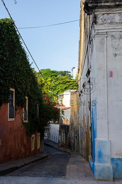 Travessa na cidade histórica de Olinda - PE, 12/2012.