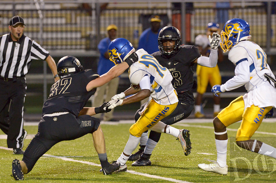 NWA Democrat-Gazette/BEN GOFF @NWABENGOFF<br /> Bentonville vs Tallahassee (Fla.) Rickards on Friday Sept. 18, 2015 in Bentonville's Tiger Stadium.