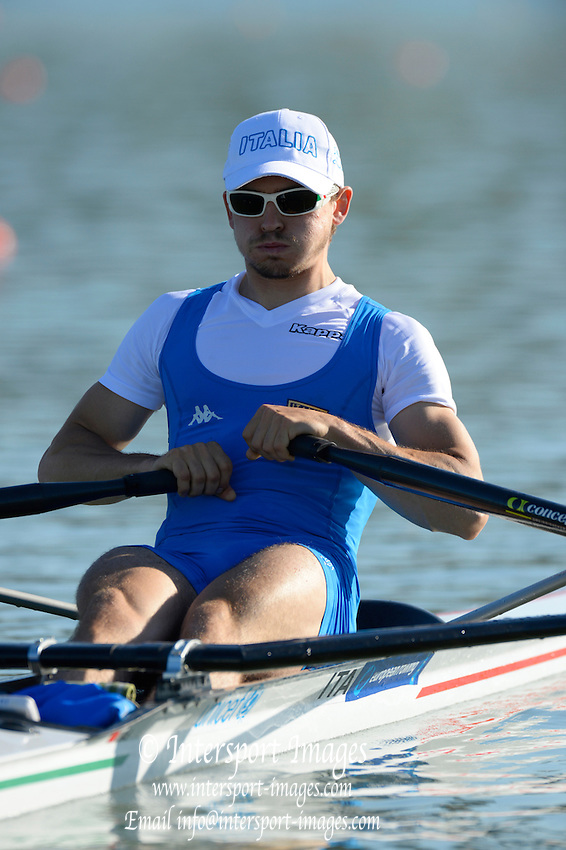 Seville. Andalusia. SPAIN.   ITA LM1X, Simone MOLTENI, moves away from the start pontoon at the 2013 FISA European Rowing Championship.  Guadalquivir River.  Friday   31/05/2013  [Mandatory Credit. Peter Spurrier/Intersport]