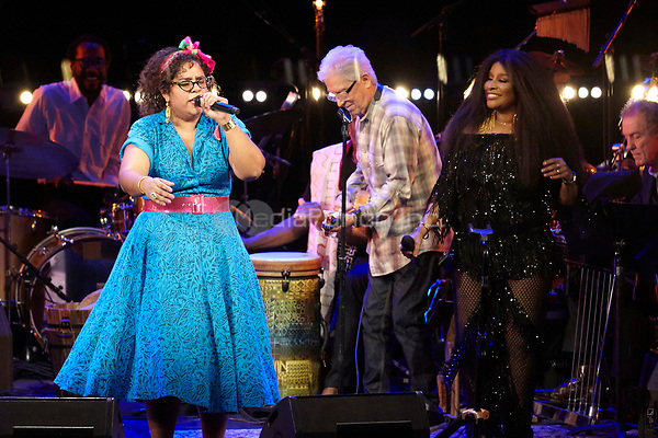 Los Angeles, CA - NOV 07:  La Mirasoul and Chaka Khan perform at 'Joni 75: A Birthday Celebration Live At The Dorothy Chandler Pavilion' on November 07 2018 in Los Angeles CA. Credit: CraSH/imageSPACE/MediaPunch