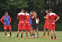 SÃO PAULO, SP, 05.05.2015 - TREINO - SÃO PAULO FC - Milton Cruz tecnico do São Paulo durante treino da equipe no Centro de Treinamento da Barra Funda região oeste de São Paulo, nesta terça-feira, 05. (Foto: Bruno Ulivieri / Brazil Photo Press).