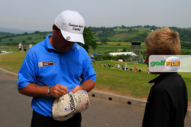 Damien McGrane signs autographs on the 18th hole to finish his round with a magnificent 66 on the 3rd Day of The Celtic Manor Wales Open, 5th June 2010 (Photo by Eoin Clarke/GOLFFILE).