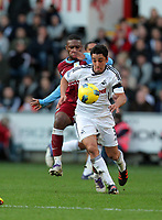 Pictured: Neil Taylor of Swansea (FRONT) challenged by Charles N'Zogbia of Aston Villa. Sunday 27 November 2011<br />