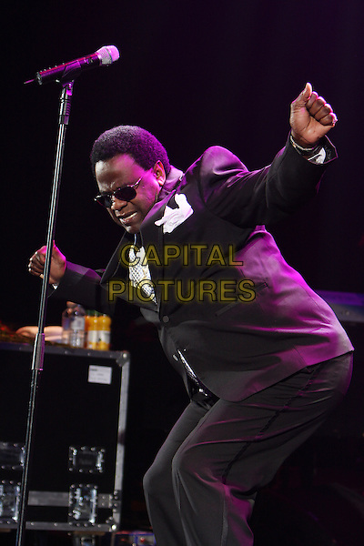 AL GREEN .Live at the Hammersmith Apollo, London, England..November 6th, 2008.stage concert gig performance music half length sunglasses shades black suit dancing bending funny  .CAP/MAR.©Martin Harris/Capital Pictures.