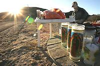 David Ochoa Median de 58 a-os originario de Chiripas Chihuahua, radica en Hermosillo desde los 19, acostumbra  a-o con a-o a colocar  un puesto de cafe, cacahuates y duritos a la entrada del cerrito de la virgen desde el  inicio del mes de diciembre hasta el 13 de enero, con tan solo un suministro de le-a y algunos otros insumos se prepara para pasar los frios d'as y noches a la interperie  solo una cobija al lado de una fugata