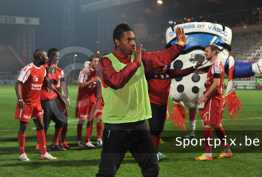 KV Kortrijk - Beerschot AC : Steeven Joseph Monrose vraagt stilte aan het publiek.foto VDB / BART VANDENBROUCKE