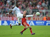 FUSSBALL   CHAMPIONS LEAGUE  VIERTELFINAL RUECKSPIEL   2011/2012      FC Bayern Muenchen - Olympic Marseille          03.04.2012 Franck Ribery (re, FC Bayern Muenchen) gegen Rod Fanni (Olympique Marseille)