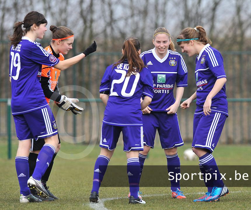 RSC Anderlecht Dames - Beerschot : voor de wedstrijd met Julie Van Gysel , Diede Lemey , Jana Coryn en Laura Deloose.foto DAVID CATRY / Vrouwenteam.be