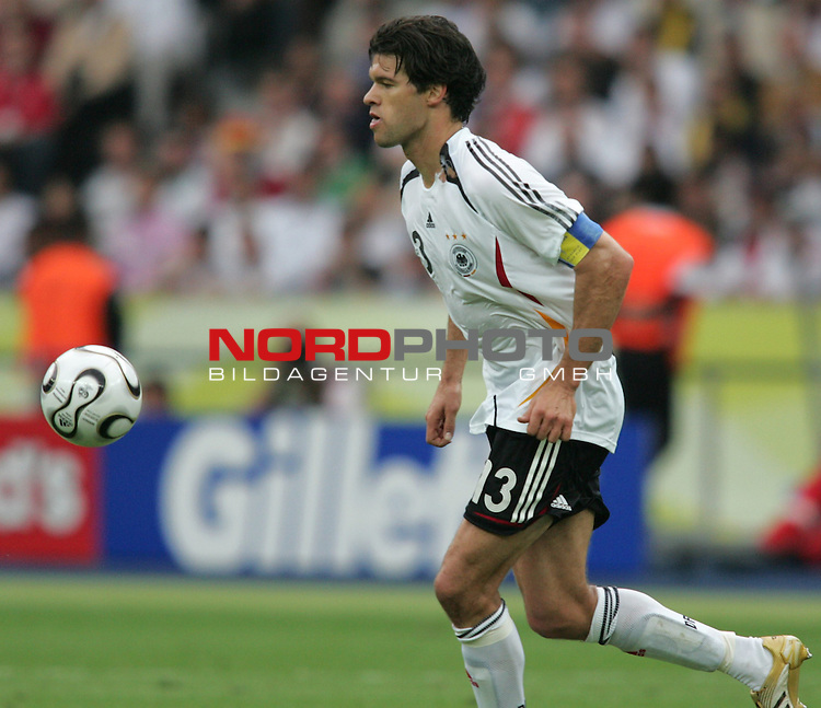 FIFA WM 2006 - Quarter-finals / Viertelfinale<br /> Play #57 (30-Jun) - Germany vs Argentina.<br /> Michael Ballack from Germany faces the ball during the match of the World Cup in Berlin.<br /> Foto &copy; nordphoto
