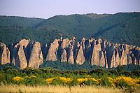 Europe/France/Provence-Alpes-Côte d'Azur/04/Alpes de Haute Provence/Les Mées: Les roches des Mées