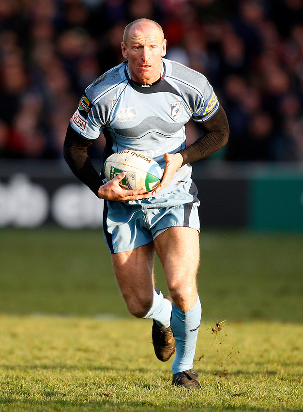 Photo: Richard Lane/Richard Lane Photography. Gloucester Rugby v Cardiff Blues. Heineken Cup. 18/01/2009. Cardiff's Gareth Thomas attacks.