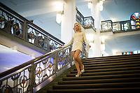 Berlin, Ein Transvestit Model geht am Freitag (10.05.13) in Berlin im Vorfeld eines Drag-Queen Castings im Friedrichstadt-Palast eine Treppe hinunter. Foto: Timur Emek/CommonLens