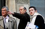 Alain Juppé en campagne pour les municipales 2008 / Rue Planterose avec Fabien Robert et le Dr Gauzere / Maire de Bordeaux réélu le 14 mars 2008 / 33 Gironde / Rég. Aquitaine / Alain Juppé Mayor of Bordeaux / Aquitaine / France