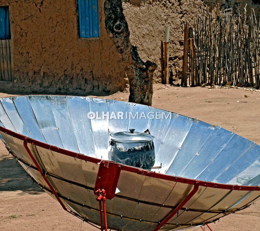 Fogão a energia solar. São José da Tapera. AL. Foto de Ricardo Azoury.