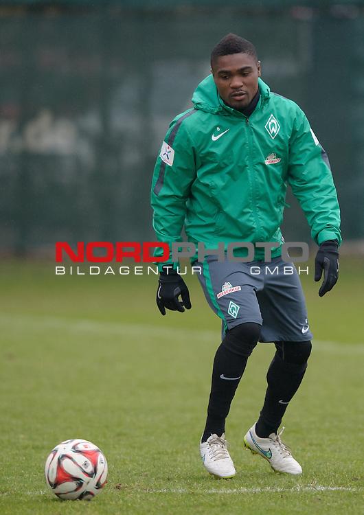 20.02.2015, Trainingsgelaende, Bremen, GER, 1.FBL, Training Werder Bremen, im Bild C&eacute;dric Makiadi (Bremen #6)<br /> <br /> Foto &copy; nordphoto / Frisch