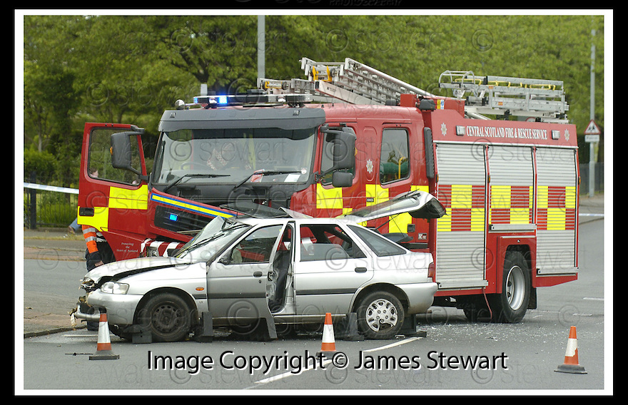 05/08/2008  Copyright Pic: James Stewart.File Name : sct_jspa04_gary_trotter.THE SCENE IN BO'NESS AT THE LINLITHGOW ROAD / DEAN ROAD JUCTION WHERE THE DRIVER OF A CAR WAS KILLED WHEN IT WAS IN COLLISION WITH A FIRE ENGINE DRIVEN BY GARY TROTTER.....(see copy from Jamies Beatson / Tim Bugler)....James Stewart Photo Agency 19 Carronlea Drive, Falkirk. FK2 8DN      Vat Reg No. 607 6932 25.Studio      : +44 (0)1324 611191 .Mobile      : +44 (0)7721 416997.E-mail  :  jim@jspa.co.uk.If you require further information then contact Jim Stewart on any of the numbers above........