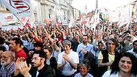 Manifestazione promossa da Emergency in piazza Navona, Roma,  2 aprile 2011, contro la guerra in Libia..Demonstration promoted by Emergency in Rome, 2 april 2011, against war in Libya..UPDATE IMAGES PRESS/Riccardo De Luca