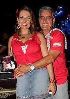 SAO PAULO, SP, 19 DE FEVEREIRO 2012 - CAMAROTE BAR BRAHMA - O jornalista esportivo Mauro Naves e a esposa Patricia Naves sao vistos no Camarote Bar Brahma, no primeiro dia de desfiles do Grupo Especial do Carnaval de Sao Paulo, na madrugada deste domingo 19, no Sambodromo do Anhembi regiao norte da capital paulista. (FOTO: MILENE CARDOSO - BRAZIL PHOTO PRESS).
