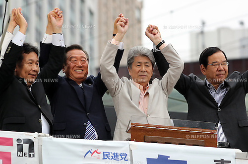 July 22, 2016, Tokyo, Japan - Shuntaro Torigoe (C), a candidate for the Tokyo gubernatorial election raise hands with opposition leaders Yukio Edano (L) of Democratic Party, Ichiro Ozawa of People's Life Party and Kazuo Shii (R) of Communist Party during a campaign in Tokyo on Friday, July 22, 2016. Tokyo gubernatorial election will be held on July 31.     (Photo by Yoshio Tsunoda/AFLO) LWX -ytd-