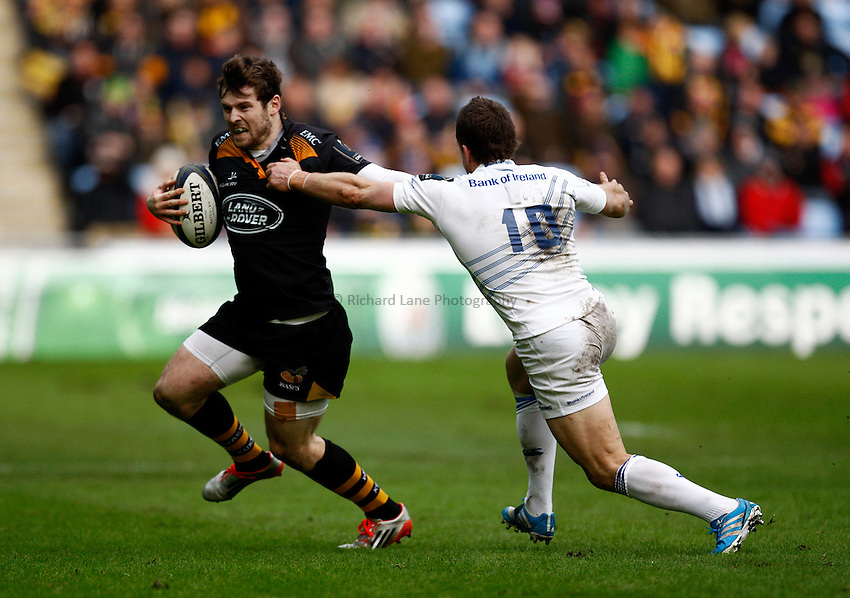 Photo: Richard Lane/Richard Lane Photography. Wasps v Leinster Rugby.  European Rugby Champions Cup. 24/01/2015. Wasps' Elliot Daly breaks from Leinster's Jimmy Gopperth.