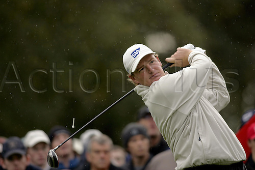 15 October 2004: South African golfer Ernie Els (RSA) drives from the 11th tee during his second round match against Cabrera (ARG). HSBC World Matchplay Championship, Wentworth, England. Photo: Glyn Kirk/Actionplus....041015.golf golfer driving drive wood