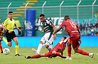 PALMIRA - COLOMBIA, 27-04-2019: Christian Rivera del Cali disputa el balón con Jader Obrian de Rionegro durante partido por la fecha 18 de la Liga Águila I 2019 entre Deportivo Cali y Rionegro Águilas jugado en el estadio Deportivo Cali de la ciudad de Palmira. / Christian Rivera of Cali vies for the ball with Jader Obrian of Rionegro during match for the date 16 as part Aguila League I 2019 between Deportivo Cali and Rionegro Aguilas played at Deportivo Cali stadium in Palmira city.  Photo: VizzorImage / Nelson Rios / Cont