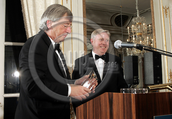 BRUSSELS - BELGIUM - 29 NOVEMBER 2005 -- EV50 Gala. -- Jean-Claude JUNCKER became the European of the Year. Next to him Pat COX.   -- PHOTO: JUHA ROININEN / EUP-IMAGES