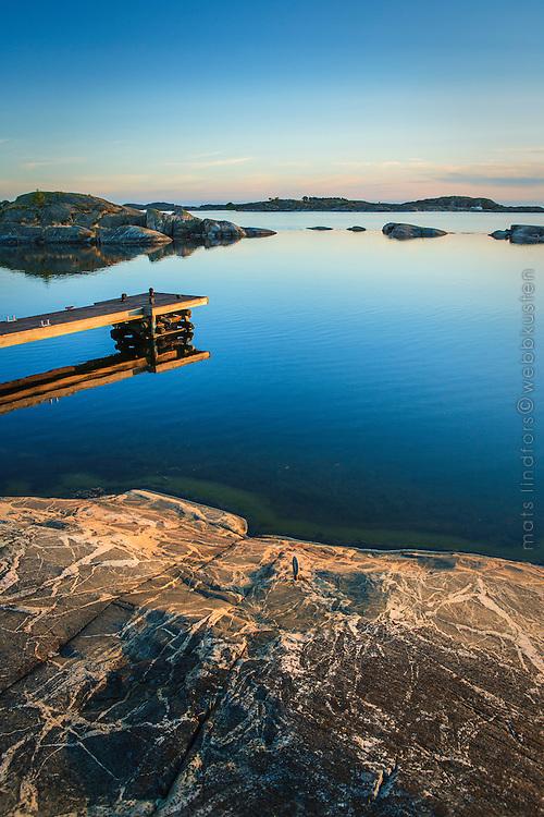 Brygga vid klipphäll på Ut-Fredel i Stockholms utskärgård