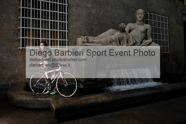 16 novembre 2014 - TORINO: Shooting con Alessia Orla, in Piazza CLN con la fontana della Dora, a Torino.