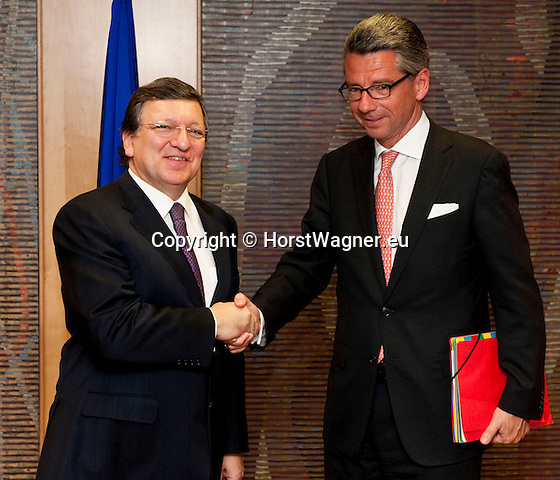Brussels-Belgium - May 07, 2013 -- José (Jose) Manuel DURAO BARROSO (le), President of the European Commission, receives Ulrich GRILLO (ri), President of the Federation of German Industries (BDI - Bundesverband der Deutschen Industrie e.V.) -- Photo: © HorstWagner.eu
