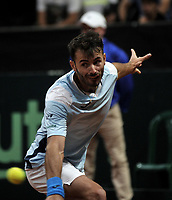 BOGOTA-COLOMBIA, 07-03-2020: Juan Ignacio Londero de Argentina, devuelve la bola a Daniel Galan de Colombia, durante partidos de los enfrentamientos para Las clasificatorias Copa Davis by Rakuten 2020 entre Colombia y Argentina en el Palacio de los Deportes en la ciudad de Bogota. / Juan Ignacio Londero of Argentina, returns the ball to Daniel Galan of Colombia during matches of the clashes for the Davis Cup by Rakuten 2020 qualifiers between Colombia and Argentina at the Palacio de los Deportes in Bogota city. / Photo: VizzorImage / Luis Ramirez / Staff.