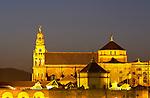 www.travel-lightart.com, ©Paul J. Trummer, Andalucia, Andalusia, Cordoba, Europe, Geography, Spain, Andalusien, Cordoba Stadt, Europa, Geografie, Spanien, Cordoba Ciudad, España, Geografia, Cordoba City, La Mesquita, La Mezquita, Mezquita mosque, Mezquita, Moschee,, la Mezquita de Córdoba, Örtlichkeiten, Sehenswuerdigkeit, Sehenswürdigkeit, Wahrzeichen, Landmark, landmarks, localities, symbols, emblema , emblemas, lugares, señal distintiva,, Cathedral, Kathedrale, Mezquita Moschee, dusk, elements, evening skies, evening sky, Landscape, nature, twilight, Abend, Abenddämmerung, Abendhimmel, abendrot, blaue Stunde, Landschaft, Natur, Naturelemente, alba, albores del día, anochecer, atardecer, caída de la tarde, cielo, cielo al anochecer, cielo al atardecer, cielos, crepúsculo, crepúsculo vespertino, elementos terrestres, ocaso, elucidation, illumination, light , lighting, objects, source of light, sources of light, things, Beleuchtung, bühne, Dinge, Gegenstand, Gegenstände, Leuchtkörper, Licht, Lichter, Lichtquelle, Lichtquellen, Lichtstrahl, Lichtstrahlen, Reflexion, Sachen, cosa, cosas, cuerpo luminoso, cuerpos luminosos, iluminación, objeto, objetos