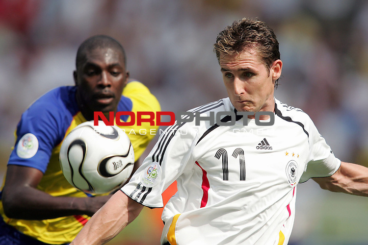 FIFA WM 2006 - Gruppe A ( Group A )<br /> <br /> Play #33 (20-Jun) - Ecuador vs Germany.<br /> <br /> Miroslav Klose (r) from Germany and Player (l) from Ecuador fight for the ball during the match of the World Cup in Berlin.<br /> <br /> Foto &copy; nordphoto