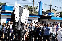 2012.06.16 - SPFW 2012/13 - A grife de moda Cavalera faz desfile em um ferro velho na manhã deste sabado(16) no bairro da mooca região sul de São Paulo.(Fotos: Amauri Nehn/Brazil Photo Press)