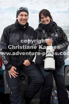Christiane und Stephan Kappes  in Alaska vor einem Gletscher