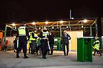 Stockholm 2014-03-05 Bandy SM-semifinal 3 Hammarby IF - V&auml;ster&aring;s SK :  <br /> Poliser innan f&ouml;r huvudentr&eacute;n p&aring; Zinkensdamms IP<br /> (Foto: Kenta J&ouml;nsson) Nyckelord:  VSK Bajen HIF polis poliser