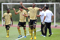 MEDELLIN-COLOMBIA- 29 -09-2013. jugadores del Itagui  celebran su gol contra Los Millonarios, partido correspondiente a la doceava fecha de La Liga Postobon segundo semestre jugado en el estadio de Ditaires  /Itagui players celebrate their goal against Los Millonarios, the twelfth game in La Liga Postobon date second half played in the stadium of Ditaires.Photo: VizzorImage /Luis Rios / Stringer